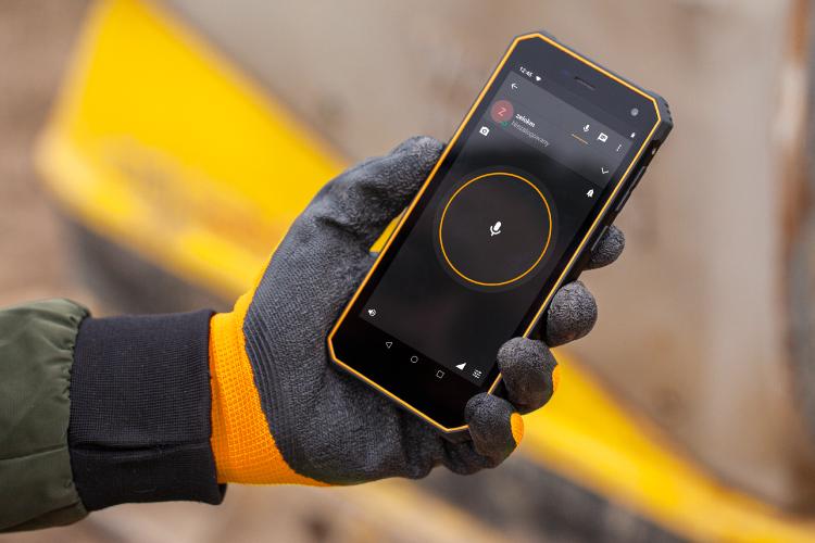 Smartfon z Push to Talk