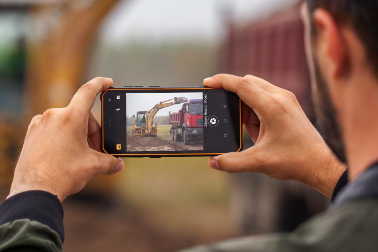 Smartfon z dwoma aparatami